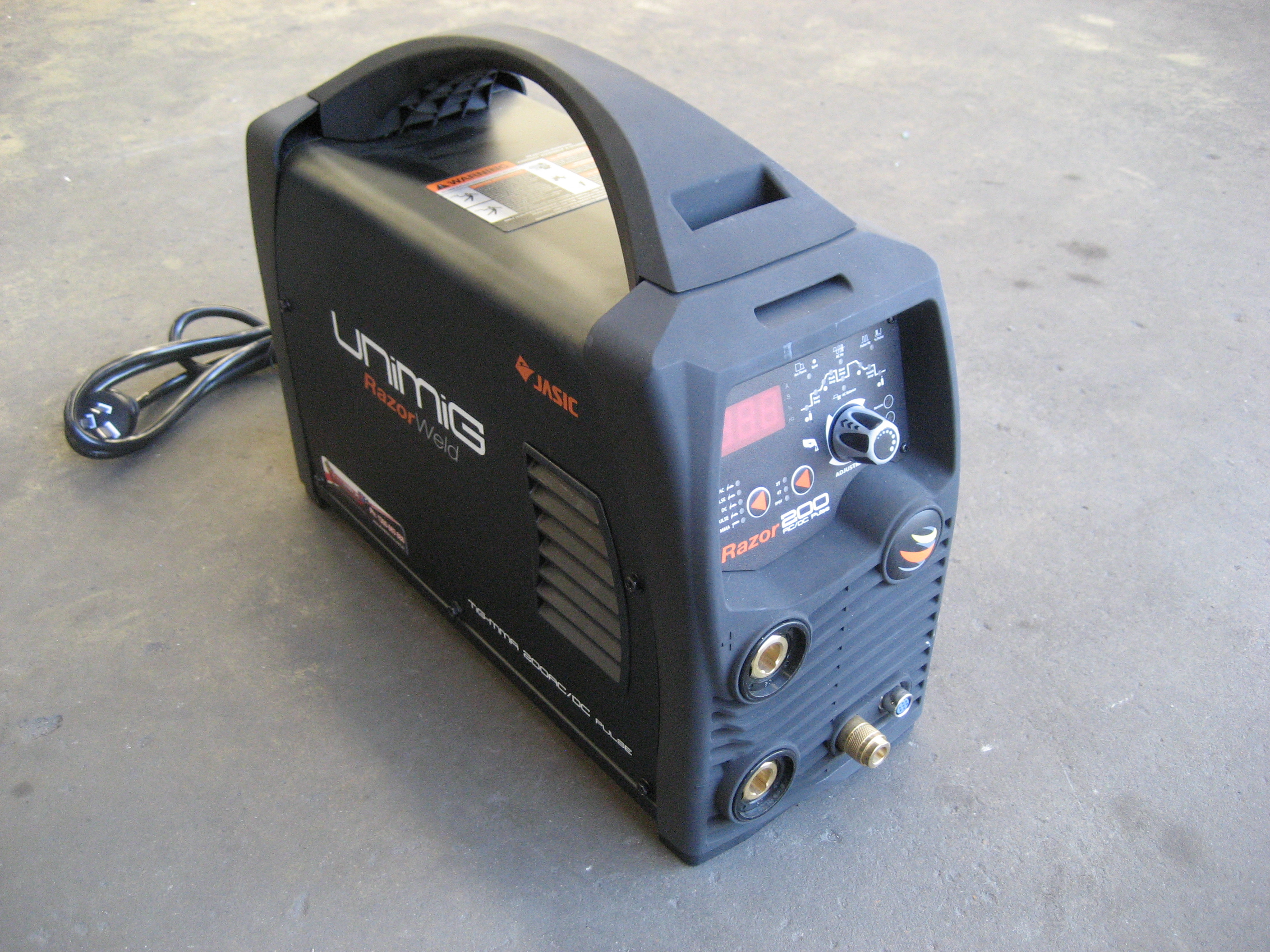 New 240 volt Tig welder now available for hire call 0249511755